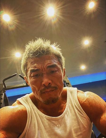 格闘家の秋山成勲、SNSにカリスマあふれる強烈なビジュアルを公開「白髪じゃないです…」