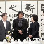 韓国文大統領、映画『パラサイト』チームと昼食会を開く…夫人はチャパグリでもてなす