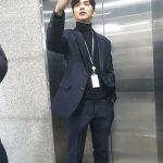 俳優ユ・スンホ、スーツ姿で近況公開「自撮り…失敗」