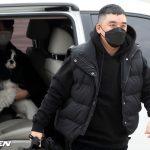 V.I(元BIGBANG)の入隊日、車内にいた女性と犬がネット上で話題に