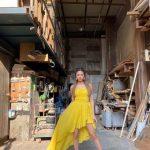 <トレンドブログ>「ITZY」ユナ、イエローの衣装で完璧な美脚誇る