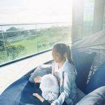 サランちゃん、母のSHIHOとのんびり週末を満喫中…瞑想タイムも個性豊か