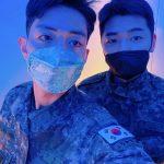 CNBLUEイ・ジョンシン、カン・ミンヒョクとのツーショット公開…凛々しい軍人たち