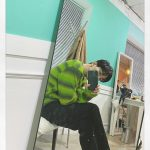 """CNBLUEジョン・ヨンファ、グリーンのファッションで目も心もヒーリング…""""かっこよすぎる"""""""