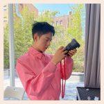 CNBLUEイ・ジョンシン、鮮やかなピンクもさり気なく着こなす