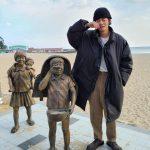 """防弾少年団(BTS)V、江原道の海辺でヒーリング…""""ここに来てたくさん食べてください"""""""