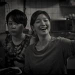 映画「寄生虫(パラサイト)」韓国でモノクロ版上映…深まる余韻