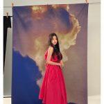 <トレンドブログ>「IZ*ONE」チャン・ウォニョン、グラビアビハインドショット公開…童話の中のお姫様のよう