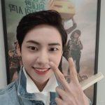 イ・ジンヒョク(UP10TION)、女性ファンを胸キュンさせる端正な笑顔であいさつ