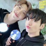 """防弾少年団(BTS)RM&ジョングク、仲のいいツーショット…""""今からエネルギー充電"""""""