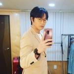 """歌手ソン・シギョン、ダイエットに成功…完璧なスーツ姿の""""SNS王子"""""""