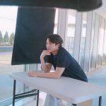 コン・ユ、広告撮影の現場を輝かせる暖かいビジュアルと頼もしい肩