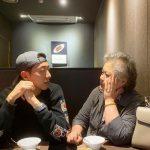 CNBLUEイ・ジョンシン、母親とのツーショットを公開…暖かい雰囲気