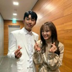 """キム・セジョン(gugudan)、大ファンのトロット歌手イム・ヨンウンと記念写真""""成功したアイドル""""を立証"""
