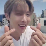 BTS(防弾少年団)J-HOPE、ファンに送る指ハート