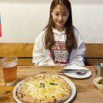 <トレンドブログ>「KARA」出身パク・ギュリ、ピザの前で幸せな笑顔…平凡な日常も美しいね