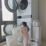 """<トレンドブログ>チュ・サンウク♥チャ・イェリョン、洗濯をお手伝いする娘にジーン""""大きくなったね うちの娘"""""""