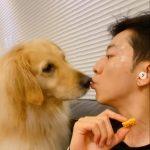 """CNBLUEイ・ジョンシン、愛犬と戯れるほのぼのとした姿公開…""""ポッポ!"""""""