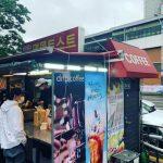 パク・ユチョン(元JYJ)、SNSから近況報告…帽子にマスク姿で屋台のトースト店に姿を現す