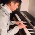 "2PMウヨン、ピアノを弾く姿を公開…""かっこよかったり可愛かったり"""