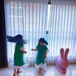 """俳優ハン・ジェソク&パク・ソルミ夫妻の娘たち、豪華な自宅で""""家遊び"""""""