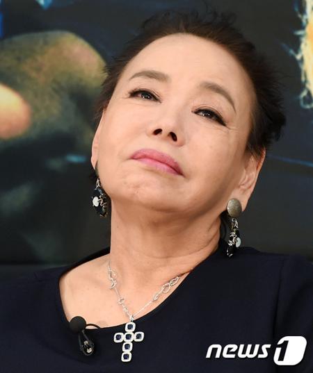 """女優キム・スミ、""""嫁""""ソ・ヒョリムを夫が可愛がりすぎて嫉妬?"""