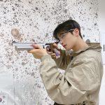 ASTROチャ・ウヌ、カリスマ爆発!…射撃姿公開