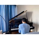 """SHINeeテミン、ピアノを演奏する後ろ姿公開…広い肩にEXOチャンヨルコメント…""""半端じゃない"""""""