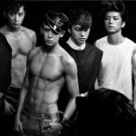 """2PMニックン、初々しさが残る完全体の写真であいさつ…""""Once upon a time. #2PMFOREVER"""""""