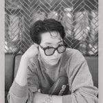 CNBLUEイ・ジョンシン、憂鬱な姿もセクシ―…白黒にも光を放つビジュアル