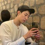 <トレンドブログ>「CNBLUE」イ・ジョンシン、顔の長さはスマホと同じ?