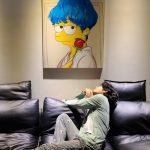 BTS(防弾少年団)V、米アニメ「ザ・シンプソンズ」キャラクター化を眺めるアニメ以上の完ぺきな横顔