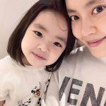 女優イ・ユンジの幸せな日常、娘とのツーショット公開