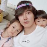 ユン・サンヒョン、SNSに2人の娘との幸せな日常を公開…すでに美形のDNAを受け継ぐルックス