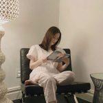 女優ソン・テヨン、パジャマ姿で読書「娘リホが撮った写真」