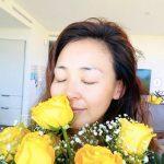 モデルSHIHO、娘サランちゃん&秋山パパからの花束を手に「幸せな母の日」
