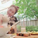 ソン・ユリ(Fin.K.L)、愛犬と幸せなひとときを公開、同僚イ・ヒョリも「あなたと似てる」とコメント