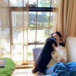 """スヨン(少女時代)、交際8年目のチョン・ギョンホの愛犬""""ホヨン""""との幸せな時間を公開"""