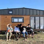 俳優ヨ・ジング、「車輪のついた家」を訪問したコン・ヒョジン公開…風も激しく歓迎