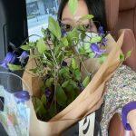 女優パク・シネ、花と共にした日常を公開…マスクでも隠せないビジュアル