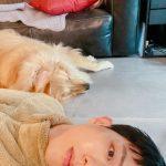 """「CNBLUE」イ・ジョンシン、具合の悪い伴侶犬に心配のまなざし…""""元気出してうちの子"""""""