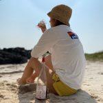 イ・ヒョリ、チェジュ(済州)の砂浜で路上ワインを楽しむ