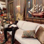 【トピック】俳優イ・ミンホ、撮影現場で休息中の写真公開で脚の長さが尋常でないと話題に