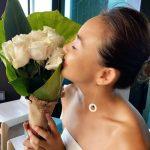 SHIHO、幸せいっぱい44歳の誕生日…バラは夫・秋山成勲からのプレゼント?
