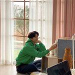 コン・ユ、40歳になっても色あせない少年のような魅力…猫と戯れる撮影現場から近況報告