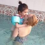 女優キム・ジウ、娘と幸せな水遊びの日常公開
