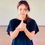 歌手イ・ヒョリ、おかげさまチャレンジに参加 「打ち勝とう」