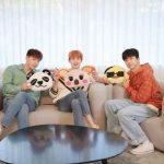 """2PM Jun. K &ニックン&ウヨン、キャラクタークッションとポーズ…""""PURE、CUTE、LOVE"""""""
