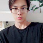 「NCT 127」ドヨン、めがねかけて素敵なビジュアル…めがね男子のお手本!