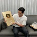 俳優パク・ソジュン、ゴールドボタン獲得…YouTube購読者100万人突破!!